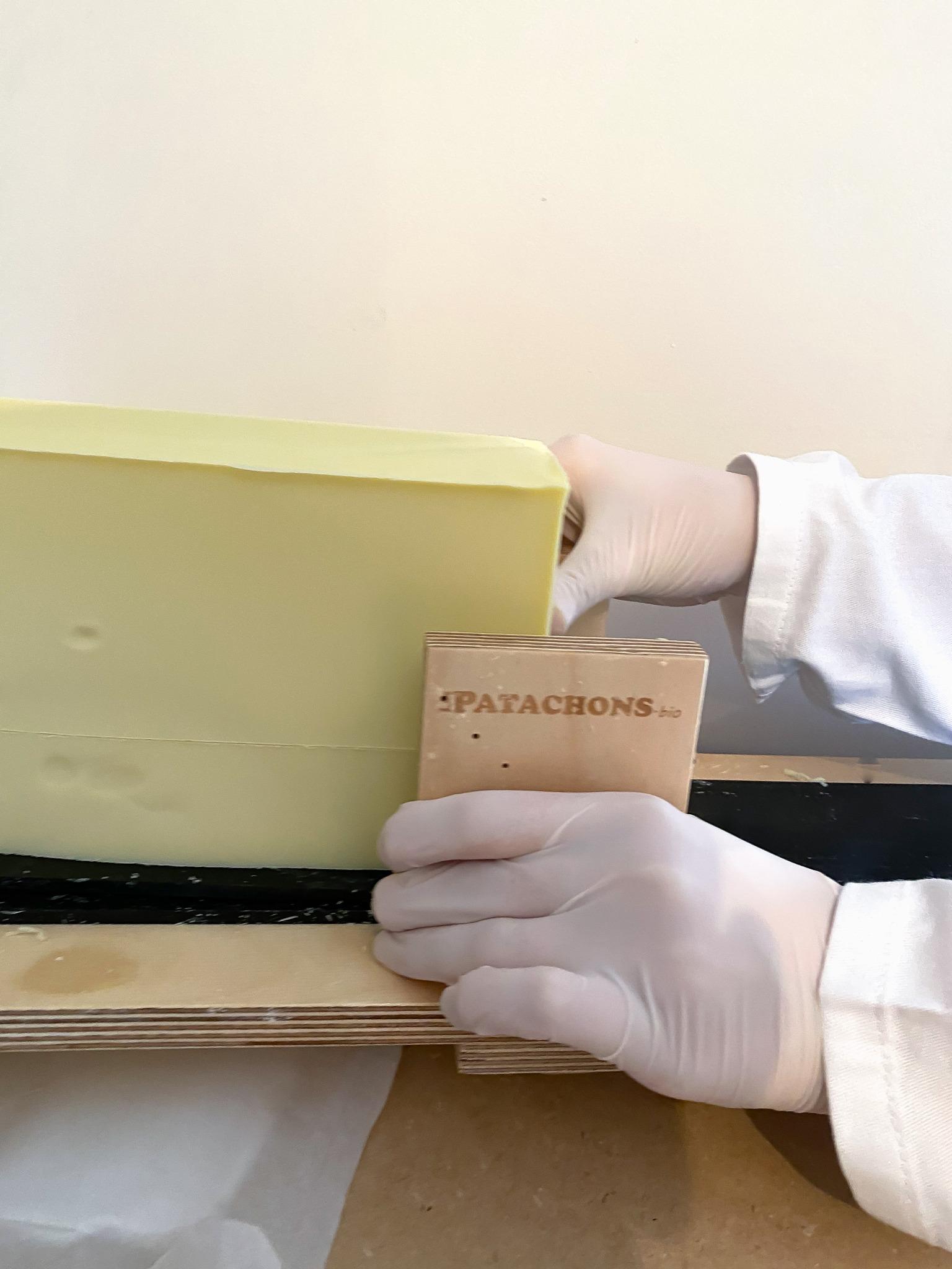 Bloc de savon écologique les Patachons, fabrique à cosmétiques naturels en France