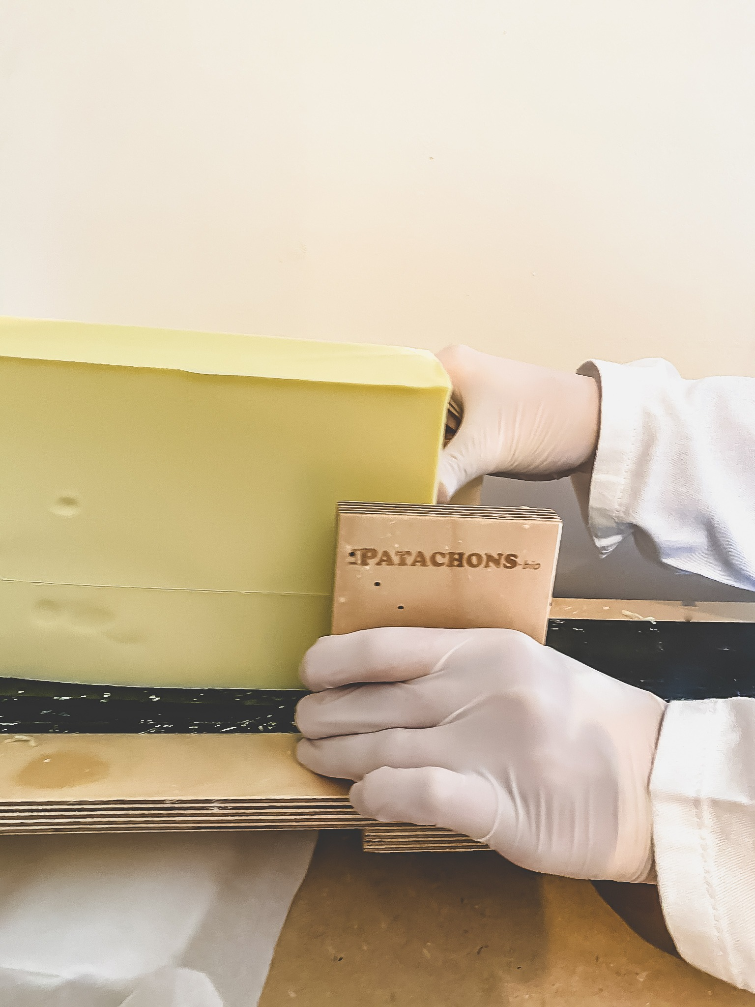 fabrication du bon savon naturel à l'huile d'olive biologique